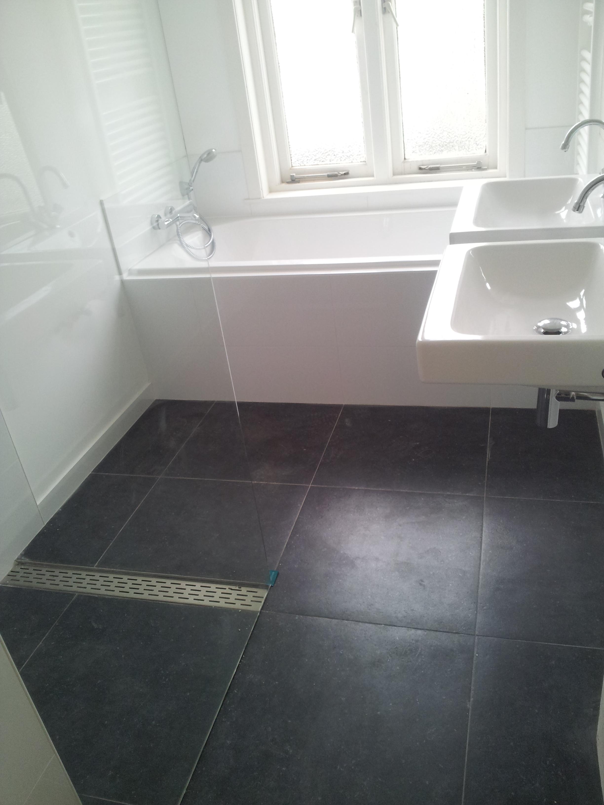 20170328 025714 vloertegels in badkamer - Imitatie cement tegels ...