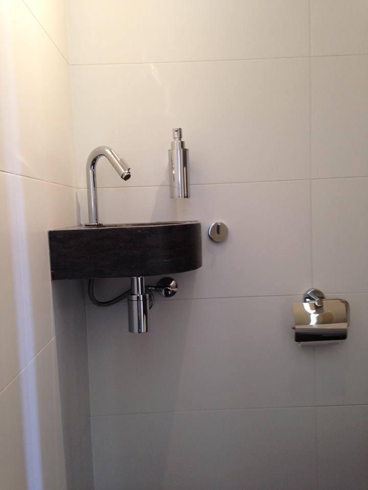 22 150509 badkamer tegels wit 30x60 - Witte matte tegel ...